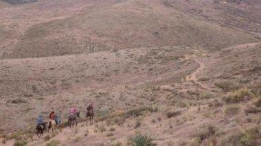 Family of pilgrims crossing mountain — Stock Video