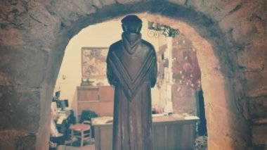 Wooden saint on niche — Stock Video