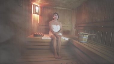 Senior woman in sauna — Stock Video