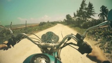 Motorcycle driving along the coastline — Stock Video