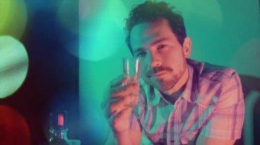 Man flirting in bar — Stock Video