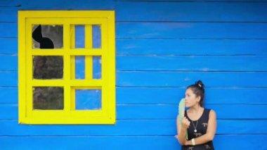 Hispanic woman fanning — Wideo stockowe
