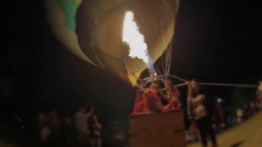 Inflating balloon at night — Stock Video