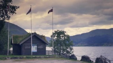 Touristic cottage in Fjord — Stock Video