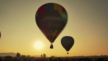 Ballons taking off at dawn — Stock Video