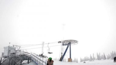 Snowy Mountain e sci Lift Station — Video Stock