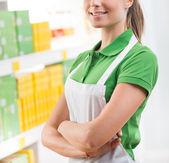 Saleswoman at supermarket — Zdjęcie stockowe