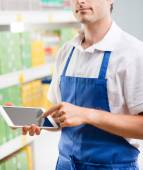 Sales clerk with tablet — Stock Photo