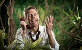 Businessman lost in jungle screaming at phone — Stockfoto