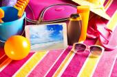 Tablet showing vacations pictures — Stockfoto