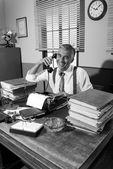 Journalist speaking on the phone — Stock Photo