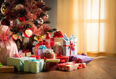 Colorful christmas interior with gifts — Foto Stock