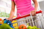 Woman shopping at supermarket — Foto de Stock