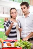 Couple checking supermarket receipt — Foto de Stock