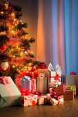 Christmas eve night with colorful gifts — Foto de Stock
