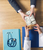 Patient bribing a greedy doctor — Stock Photo