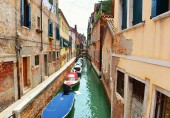 Boats in Venice canal — ストック写真