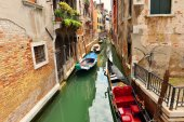Boats in Venice canal — Stock Photo
