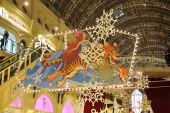 Christmas illuminations and decorations under a glass ceiling — Stock Photo