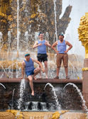 Russian paratroopers demobilized standing on fountain constructi — Stock Photo