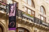 Balcon et affiche publicitaire en magasin Gum — Photo