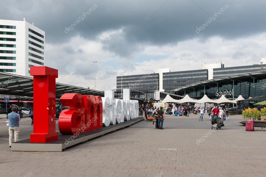 amsterdam holanda sep aeropuerto cuadrado con viajeros de logotipo y desconocido de amsterdam en de septiembre de en el aeropuerto schiphol