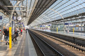 Travelers and commuters waiting at the railway station of Spandau in Berlin-Spandau, Germany — Stock Photo