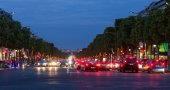 Evening streetview with illumination and traffic at Champs Elysees, Paris — Stock Photo