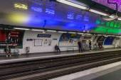 Travellers waiting at subway station Rambuteau  in Paris, France — Stock Photo