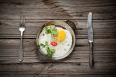 Fried egg on wooden background — Stock Photo