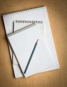 Notebook z pencile na drewniane — Zdjęcie stockowe