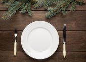 Vintage christmas table setting from above. Elegant empty white plate, on rustic planked wood - country style. — Stock Photo