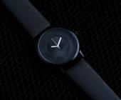 роскошные часы по черному — Стоковое фото
