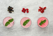 Fresh milk, currant, raspberry and red currant drinks on wodeen table, assorted protein cocktails with fresh fruits  — Stock Photo