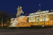 The bronze horseman on Senate square. The constitutional court of the Russian Federation. — Stock Photo