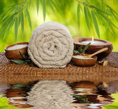 Spa background with rolled towel, bamboo and candlelight — Stok fotoğraf
