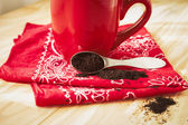 Red Coffee Mug with Napkin and Grounds — Stock Photo