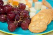 Fresh Grapes and Cheese with Crackers — Stock Photo