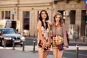 Iki kadın moda sokak — Stok fotoğraf