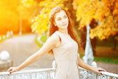 Autumn woman. Beautiful young trendy girl in autumn park — Stok fotoğraf