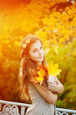 Autumn woman. Beautiful young trendy girl in autumn park.  — Stock Photo
