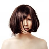 Short hair. Young trendy brunette with a black square. Luxury wo — Stock Photo