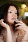 Young beautiful trendy woman in bar. Beautiful Asian girl in a p — Stock Photo