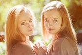 Twins. A group of young beautiful girls. Two women face close-up — Stock Photo