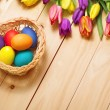 Spring Flowers bunch and easter eggs at wood floor texture. Beau — Stock Photo #71596699