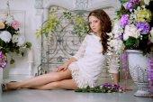 Slim trendy, luxurious, fashion woman in  lux vintage interior w — Stock fotografie
