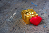 Wedding gift with heart — Stockfoto