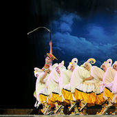 Chinese ethnic dancers of Yi nationality — Stock Photo