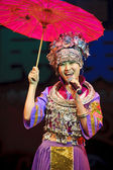 Chinese Miao ethnic singer — Stock Photo
