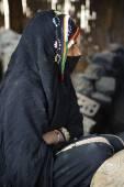 Veiling Bedouin woman — Stock Photo